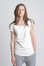 Молочная белая летняя футболка со слегка увеличенным вырезом вид спереди
