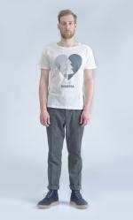 Белая футболка с принтом Love Siberiaвид на мужчине