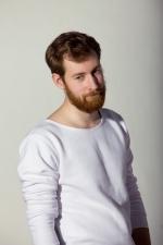 Внешний вид комфортной тёплой белой толстовки с широким горлом