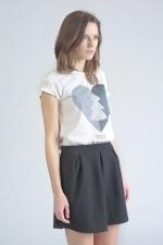 Белая футболка с принтом Love Siberia вид сбоку