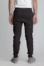 Внешний вид черных летних спортивных штанов на резинке