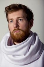 Красивый шарф из плотной ткани с пуговицами