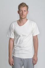 Белая молочная летняя футболка с асимметричным вырезом и косой боковой линией