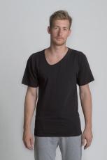 Чёрная летняя футболка с асимметричным вырезом и косой боковой линией спереди