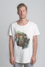 Белая молочная футболка с рисунком и слегка увеличенным вырезом