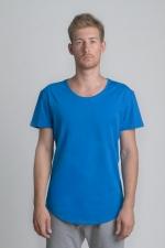 Синяя летняя футболка со слегка увеличенным вырезом вид спереди