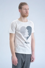 Белая футболка с принтом Love Siberia боковой вид