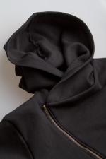 Черная толстовка косуха с капюшоном на молнии