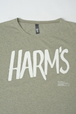 Логотип Harm's на оливковой футболке