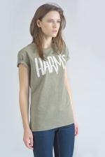 Оливковая футболка с логотипом Harm's боковой вид