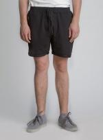 Черные короткие шорты с карманами на молнии вид спереди