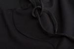 Ткань черных классических шорт средней длины