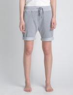 Внешний вид серых классических шорт средней длины