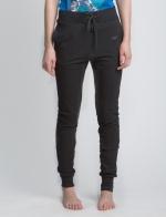 Черные летние спортивные зауженные штаны на резинке в полный рост