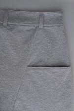 Серые зауженные штаны с манжетами