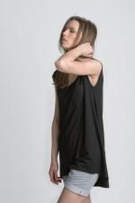 Черная женская летняя футболка платье вид сбоку